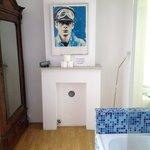 Vista do armário e banheira
