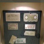 monete usate per scambi con altre nazioni ( ci sono le 100 lire di carta )