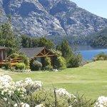 parte del hotel y lago Moreno