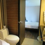 Room 1120: Bathroom