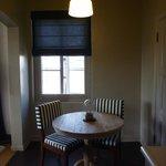 Sitzecke nd Küche der Suite