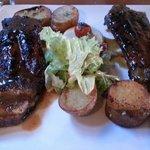 Le travers de porc aux épices et pommes de terre fondantes