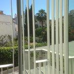 vue patio depuis la chambre