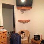 tv y ropero habitación 10