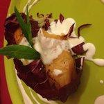 Saccottino di pasta grillo con bocconcino di salmone con crema allo iogurt magro