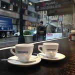 Cafe ao lado do hotel