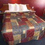 Un bon lit confortable - Chambre 242.
