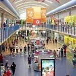 Uno de los tantos pasillos de tiendas