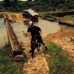 Paseo combinado de carro y bicicleta