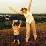 Mi esposa e hijo felices en la serranía.