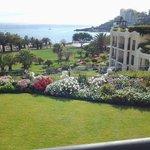 vue du du jardin de l'hôte sur la mer