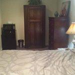 Bed & Wardrobes