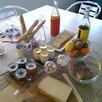 Petit-déjeuner copieux à l'intérieur