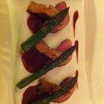 Plat viande au foie gras et asperge