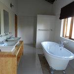 Kutandara Lodge照片