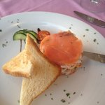 Parrots Restaurant Yumbo Center Playa del Ingles Millefeuille de saumon et chair de crabe