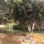 Saut à la corde au dessus des piscines naturelles