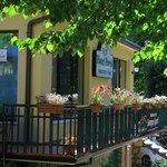 una panoramica del giardino ,hotel,ristorante