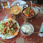 корма, карри, салат, рис