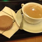 Espresso and Speculoos macaroon