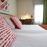 Chambre standard - Standard Room - Hôtel Paris Louis Blanc