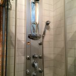 Small shower stall with jet system