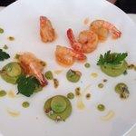 Crevettes, sauce aigre-douce, avocat avec sa purée, wasabi