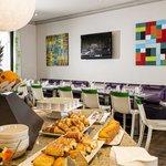 Salle petit déjeuner - Breakfast room - Hôtel Paris Louis Blanc