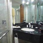洗面台とシャワールーム