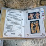 Informationsbuch zur Skulptur vor der Galerie