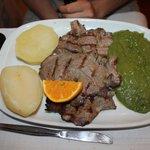 maiale con patate e vellutata di verdure