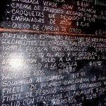 Chalkboard with menu / Pizarra con menú