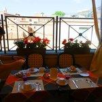 Petit déjeuner en terrasse au 5ième