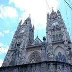 Fachada frontal da Basílica