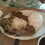 Bistec De Palomilla with white rice & black beans - awesome....
