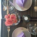 Unser Tisch wie immer mit tollem Blumenschmuck