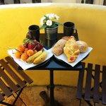 Petit déjeuner sous le soleil du matin