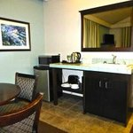 Mini-kitchenette in One Bedroom King Suite