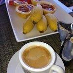 Colazione di frutta fresca e caffè espresso a Villa Gaiarda