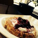 American-Style Pancakes with Yoghurt and Berries