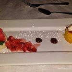 pastel de elote con helado de vainilla. gelatima francesa con raspado de sandia