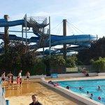 Vue sur la piscine, tres bien orientee et securisee pour les enfants!