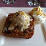 tarte tiède aux figues avec glace aux noix et chantilly !