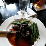 Steak tips with green beans