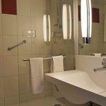 Room 629 Bathroom