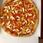 le pizze di fior di pizza sono sempre ricche di condimenti :)