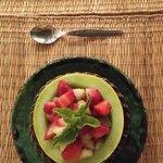 Macedonia de frutas sobre melón :P