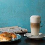 Morgens einen Café und die aktuelle Tageszeitung? alles da