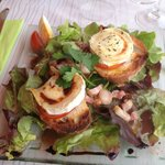 Goat's cheese and honey salad