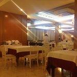 """restaurant complètement désert...vide! L'hôtel était pourtant """"COMPLET"""" selon la direction!"""
